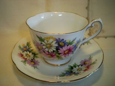 Vintage Royal Standard Daisies Footed China Teacup And Saucer